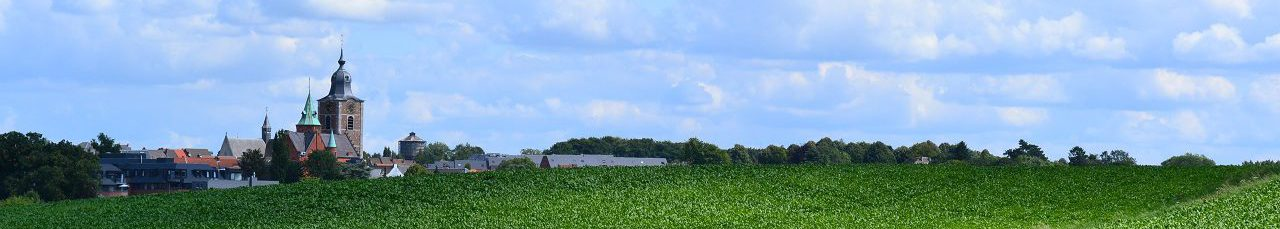 Chemin dans les champs, Braine-lAlleud et son église au loin